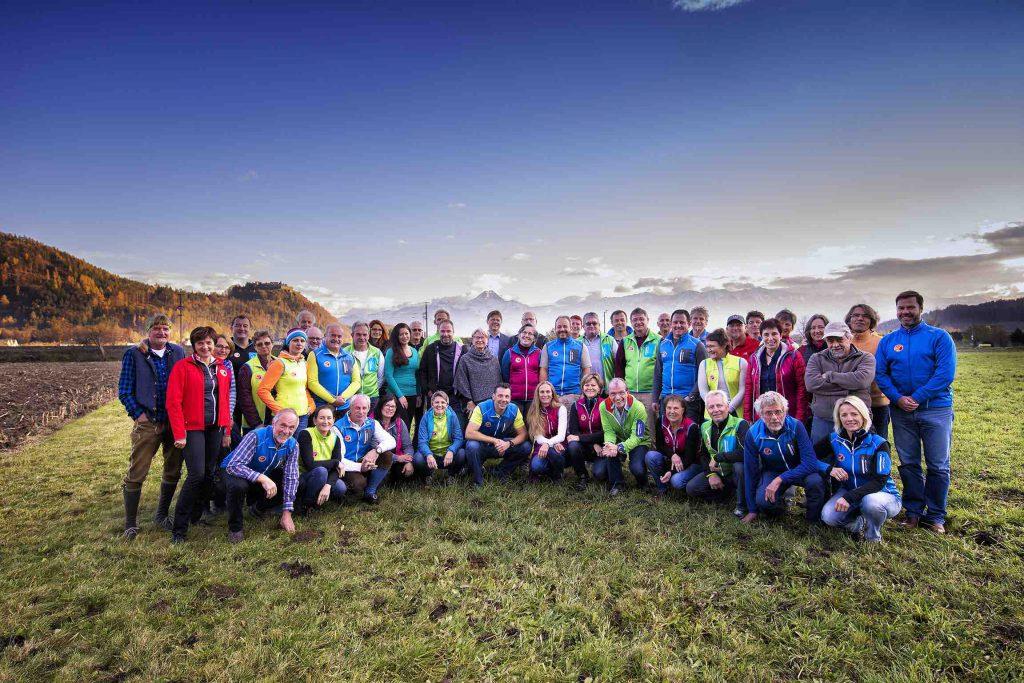 Die Kärntner Bergwanderführer - Gruppenfoto der anwesenden Vereinsmitglieder bei der Jahreshauptversammlung 2016 (Jörg Schmöe)